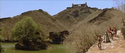 lake-behind-jaigarh
