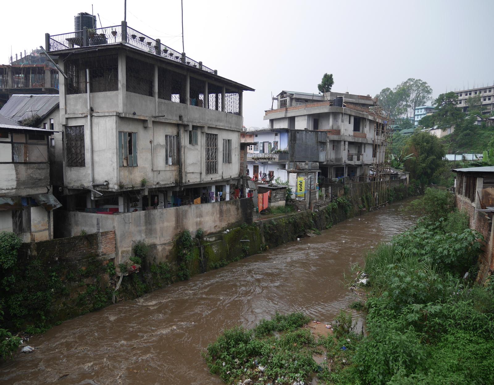 Houses right next to the Umkhrah River.