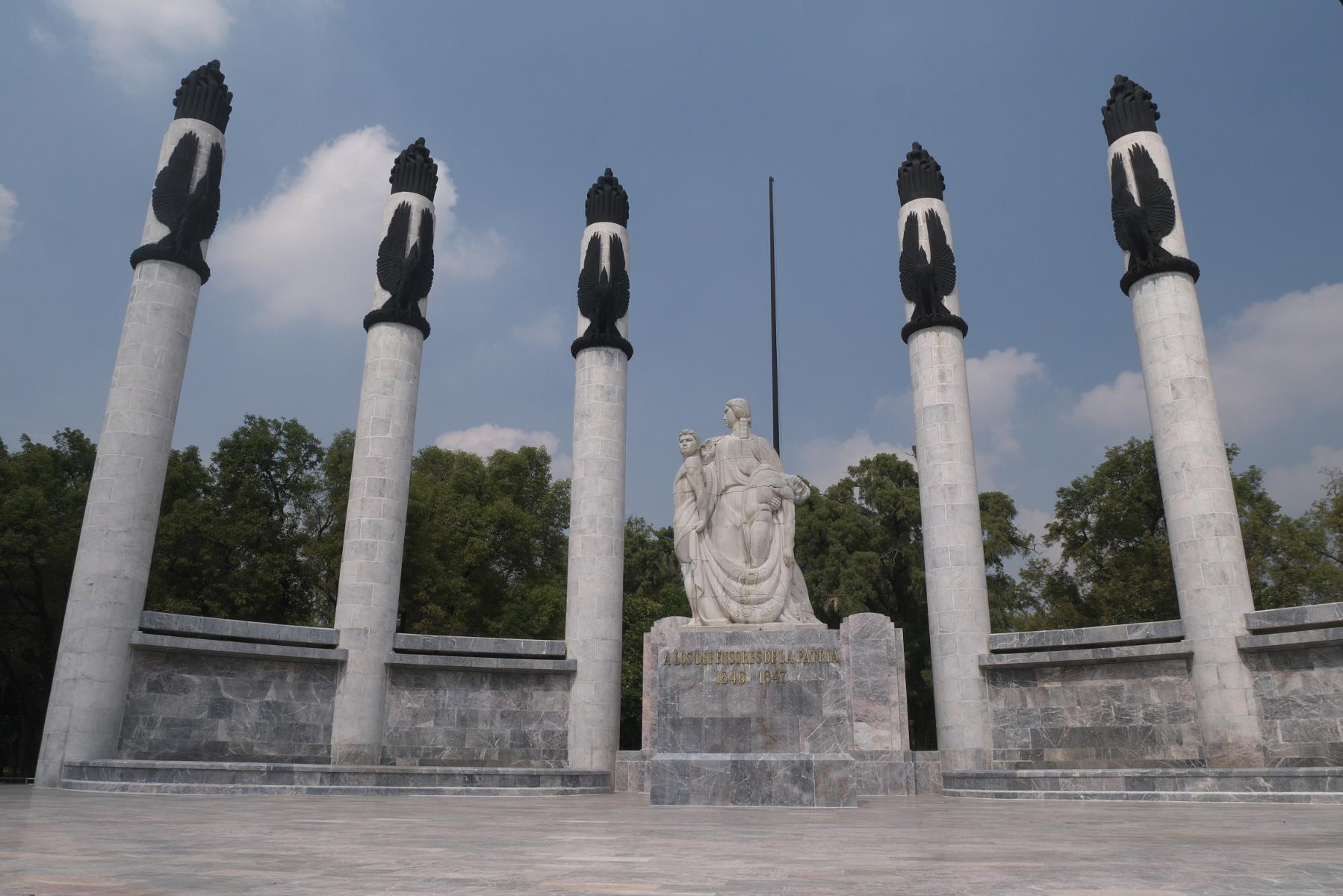 Newer Niños Héroes monument, dedicated in 1952.